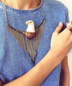 Zlatý náhrdelník s porcelánovým orlem