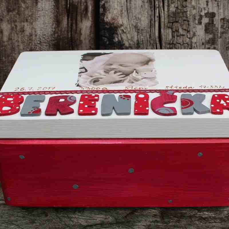 PR článek - krabice-na-vzpominky-cervena-darek-k-narozeni-miminka