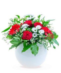 Kulatá kytice růží a gerber
