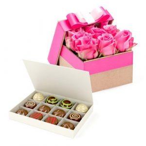 Květinová krabička s květy růží jak Dotek něhy
