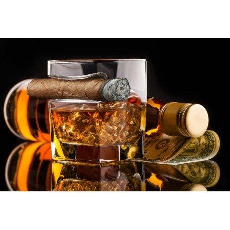 Sklenice na whisky a doutník