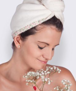 Krémový turban na vlasy s květinami