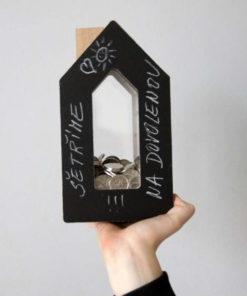 Černobílá kasička Domeček