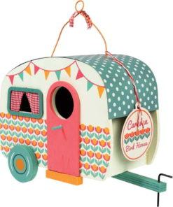 Dřevěná ptačí budka ve tvaru karavanu