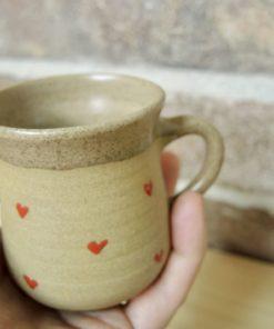 Ručně točený keramický hrníček