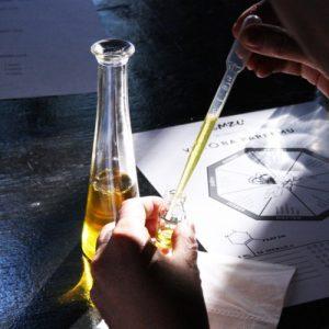 Kreativní workshop pro ženy výroba parfému