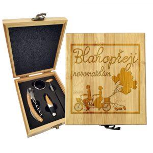 Dárková sada na víno SABLIO - Blahopřeji novomanželům 147×168×49 mm