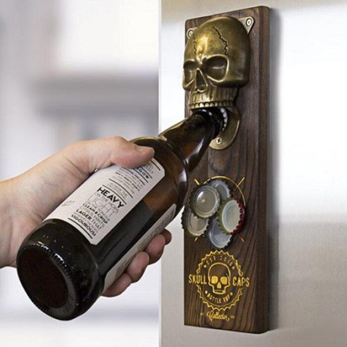otvírák na pivo s odkládáním na víčka